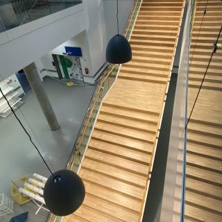 Ikea-laiptai-po-atnaujinimo-parketo-grindu-laiptu-slifavimas-lakavimas-1