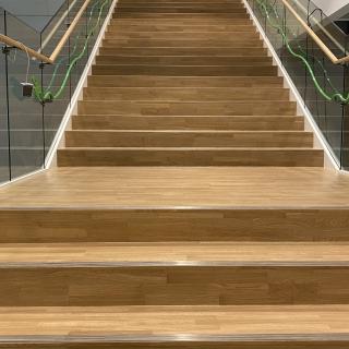 Ikea-laiptai-po-atnaujinimo-parketo-grindu-laiptu-slifavimas-lakavimas-7