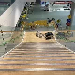 Ikea-laiptai-pries-atnaujinima-parketo-grindu-laiptu-slifavimas-lakavimas-1